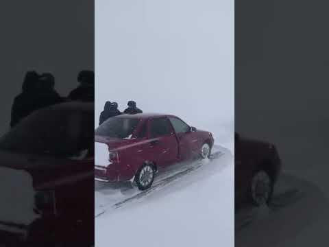 Видео с заметенной трассы в Костанайской области, 18 февраля 2021 года