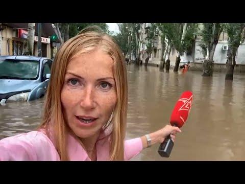 По пояс в воде: новые кадры «библейского потопа» в Крыму