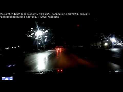 В Костанае водитель на угнанном авто ночью въехал в столб / Костанайские новости