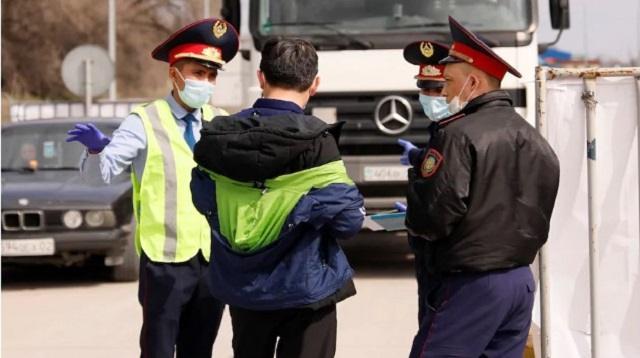 «Незаконно пересечь блокпост»: 800 водителей нарушили требования карантина в Павлодаре