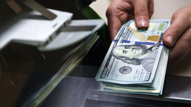 «15 минут безумного богатства»: Из-за банковской ошибки мужчина стал миллиардером