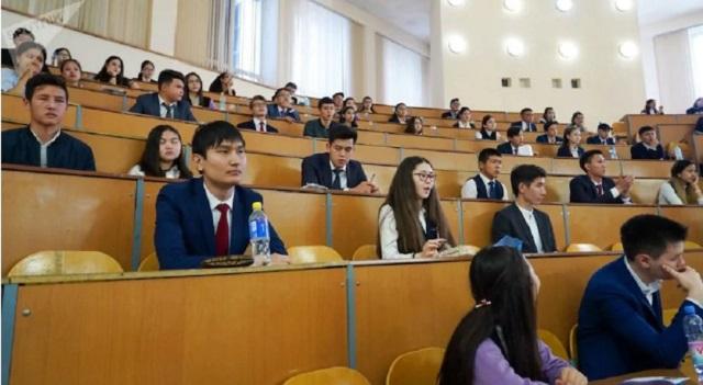 ЕНТ-2020. В Нур-Султане школьника не впустили на экзамен