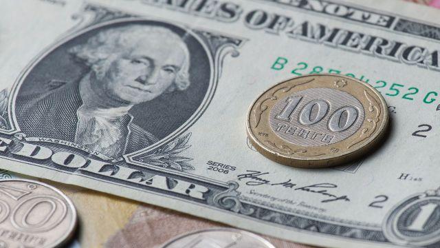 Как падение доллара отразится на ценах в Казахстане