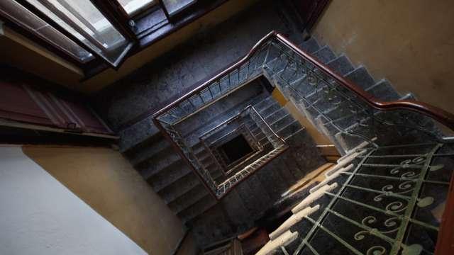 Годовалый ребёнок упал с восьмого этажа в лестничный пролёт в Казахстане