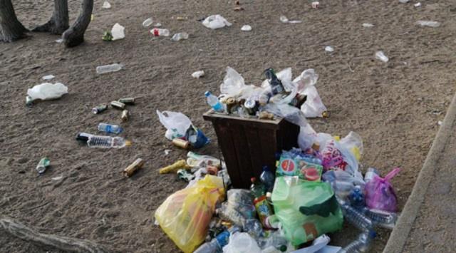 Во что превратился пляж в Боровом после наплыва туристов