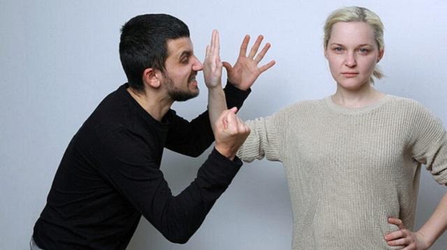 «Бьет — значит любит?»: Что делать, если муж поднимает руку на жену