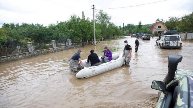 Наводнение в подмосковной Рузе. Из-за дождей прорвало дамбу