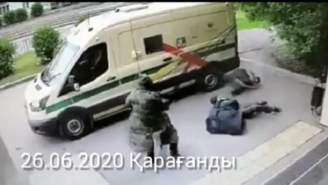 «Фейк!»: Видео с нападением на инкассаторов в Караганде оказалось снято в Красноярском крае