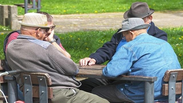 Стало известно, кому повысят пенсии с 1 июля