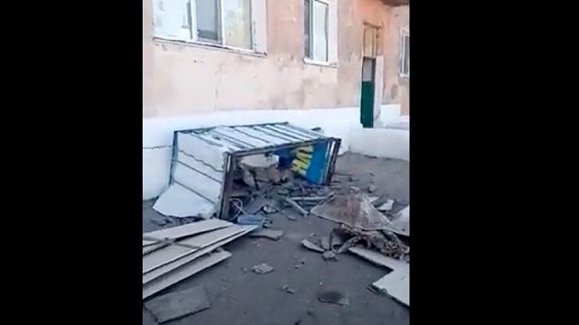 Балкон рухнул вместе со стоявшими на нем супругами в Карагандинской области