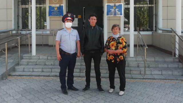 14-летнего внука вернули бабушке в Костанайской области