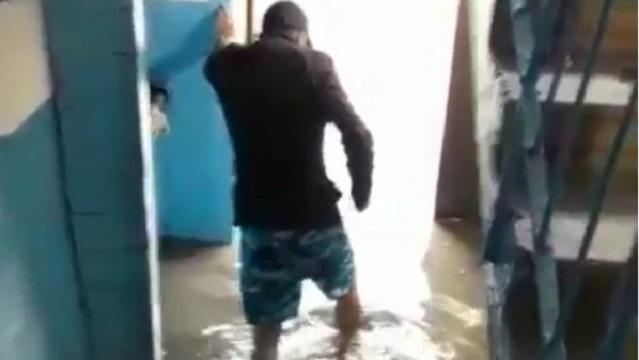 «Снова потоп»: Ливневки не справляются с потоками воды в Нур-Султане