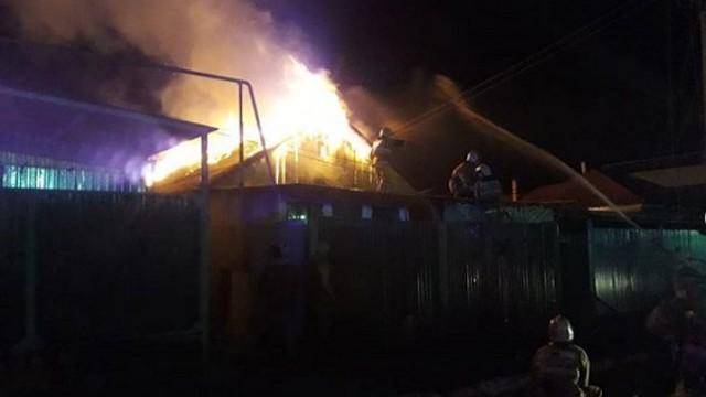В Караганде из горевшей сауны чудом спасли 16 человек