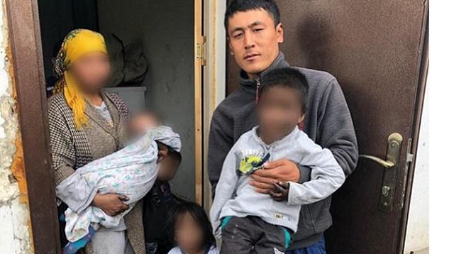 В Нур-Султане сосед вынес из огня троих детей
