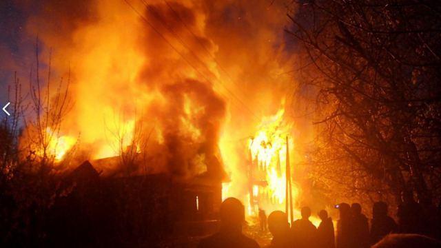 Пожар в селе Костанайской области: Госпитализированы двое мужчин и ребёнок