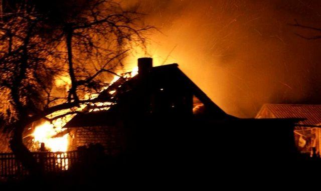 При пожаре в Алматинской области погибли четыре человека