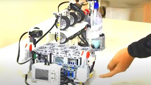 Школьники из Костанайской области создали робота, который поможет победить коронавирусную инфекцию