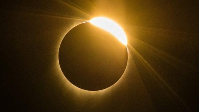 Казахстанцы могли наблюдать солнечное затмение