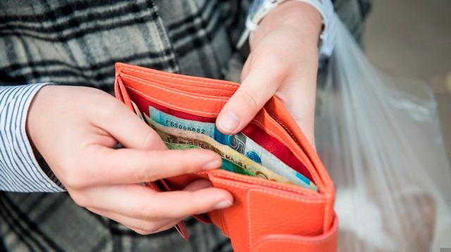 Минимальный размер зарплаты в 2021 году останется без изменений — 42500 тенге