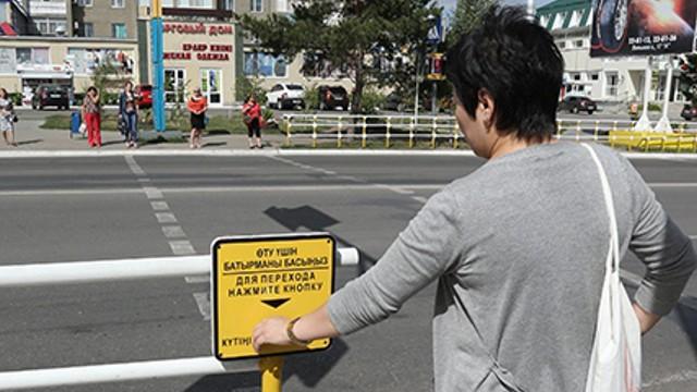 В Костанае устанавливают светофоры вызывного действия