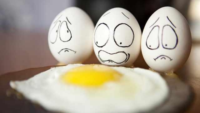 «Удар по яйцам»: Жители Казахстана за десяток яиц выкладывают уже по 700 тенге