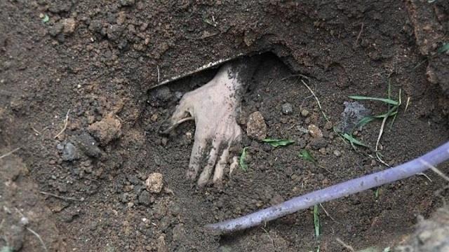 Пять казахстанцев похитили, избили и закопали заживо человека