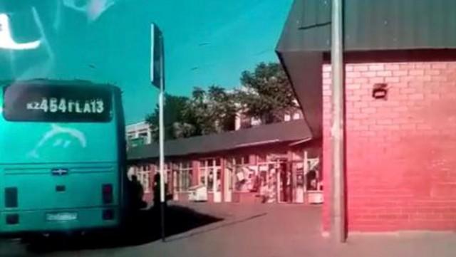 Больной коронавирусной инфекцией водитель автобуса возил людей из Шымкента в Нур-Султан
