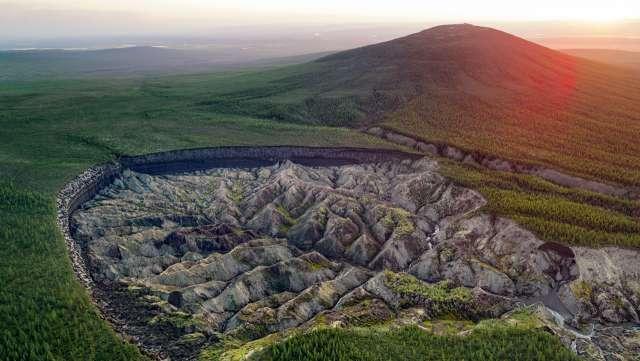 Батагайский кратер: «Врата в подземный мир» продолжают расширяться в России