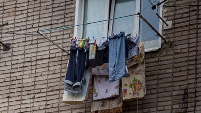 Названа опасность сушки белья на балконе