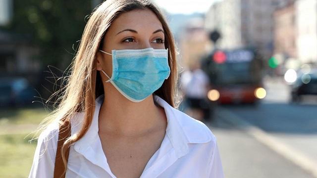 Постановлением главного санврача утверждено обязательное ношение масок на улице