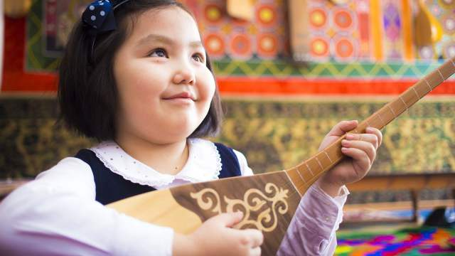 В Казахстане отмечают Национальный день домбры