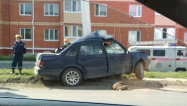Автомобиль протаранил опору освещения в Костанае. Водитель погиб на месте