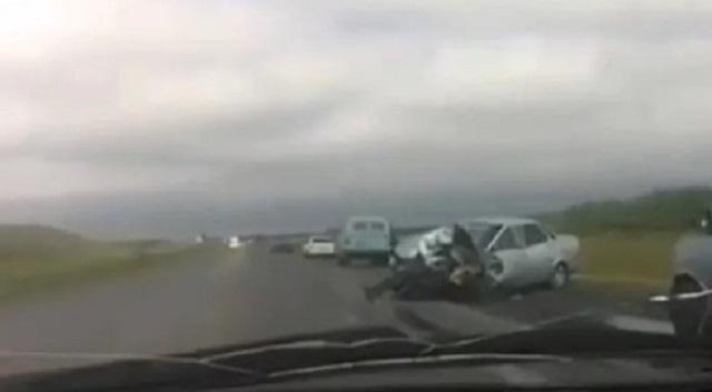 «Место окрестили проклятым»: Жуткое смертельное ДТП произошло на трассе в Карагандинской области