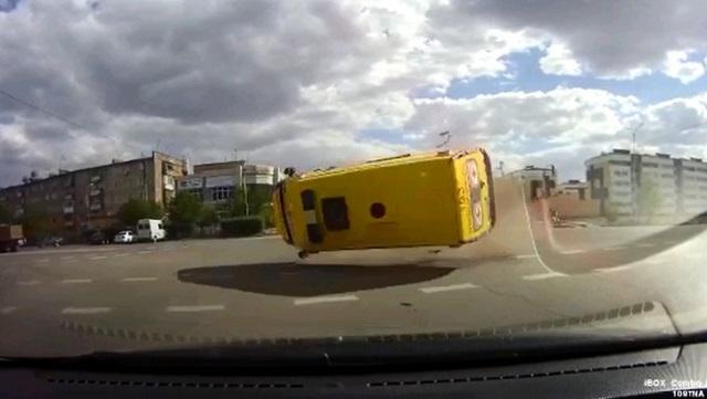Авто скорой помощи протаранили на перекрестке в Сатпаеве