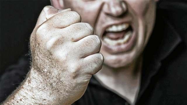 Житель Караганды учил сына избивать сверстника. Чем закончилась скандальная история?