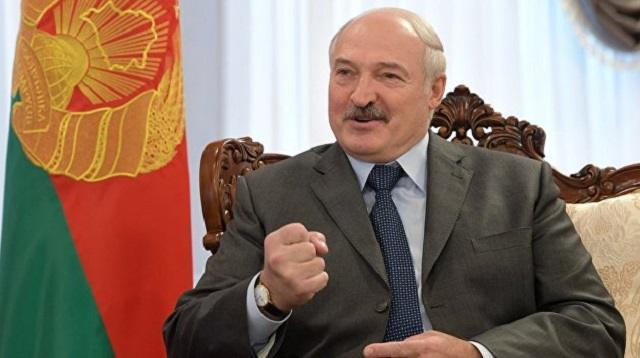 Александр Лукашенко призвал отказаться от современных смартфонов