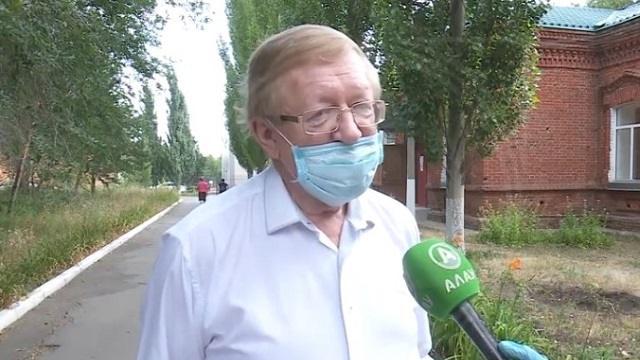 По словам доктора Владимира Михайленко из Костаная, на одного врача приходится от 30 до 50 больных