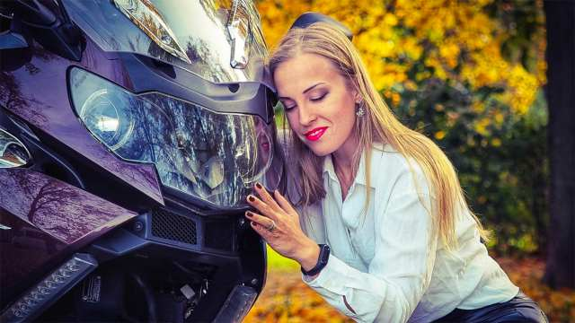 Популярная мотоблогерша Ксения Никитина погибла в ДТП с трактором