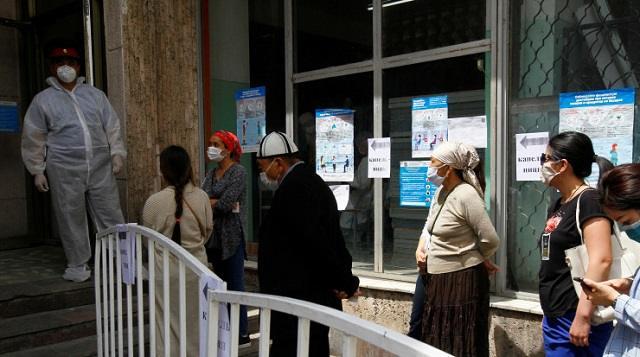 Жители Костаная жалуются на очереди в поликлиниках