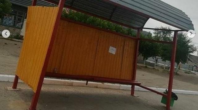 Жители города Тобыл обеспокоены состоянием автобусных остановок