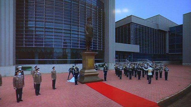 Памятник Нурсултану Назарбаеву открыли в Нур-Султане