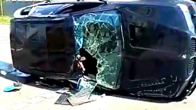 Видео: После столкновения перевернулась иномарка в центре Костаная