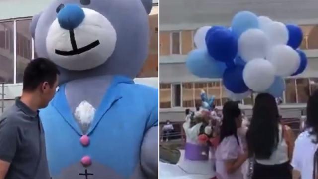 Жители столицы устраивают праздничные выписки из роддома во время карантина