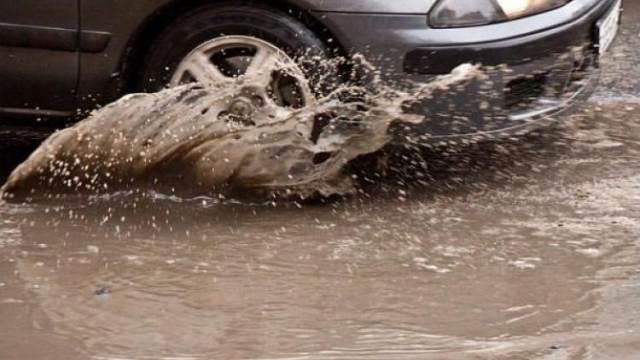 Сильнейший ливень в Петропавловске: улицы превратились в одно большое озеро