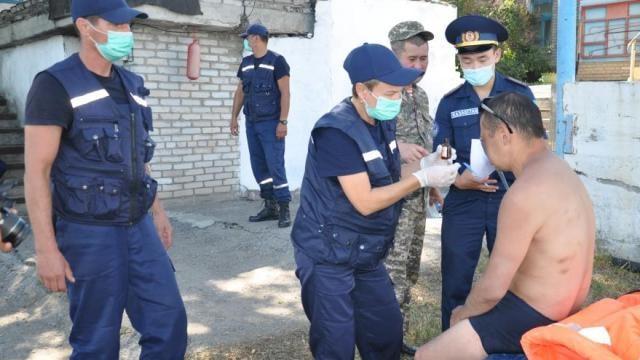 Спасательный круг: Нетрезвый мужчина едва не утонул в Костанае