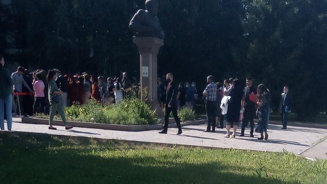 Столпотворение студентов сняли на видео в Петропавловске