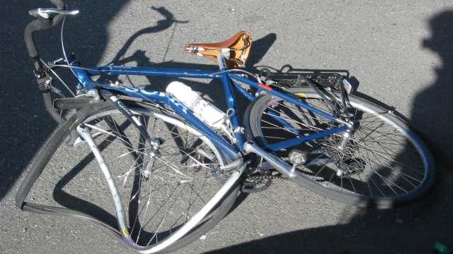 Велосипедист не уступил дорогу BMW в Костанае