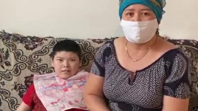 Видео: Волонтер помогла спасти жизнь заболевшей коронавирусом девушке с инвалидностью