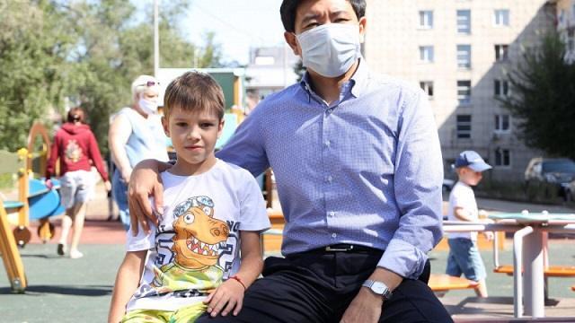 «Благодарность акима»: Как шестилетний мальчик из Усть-Каменогорска меняет родной город