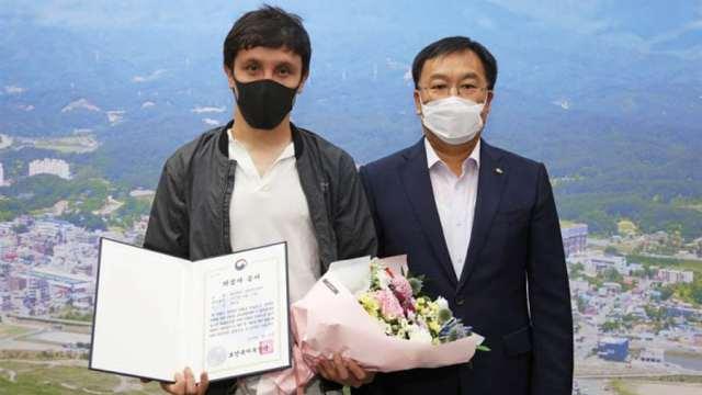 Власти Южной Кореи наградили строителя из Казахстана за спасение людей на пожаре